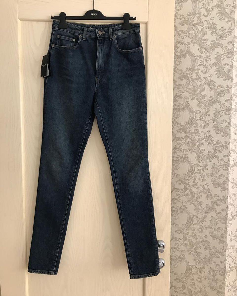Купить джинсы Yves Saint Laurent за 23000 руб. в интернет магазине ... f28ae1bab25