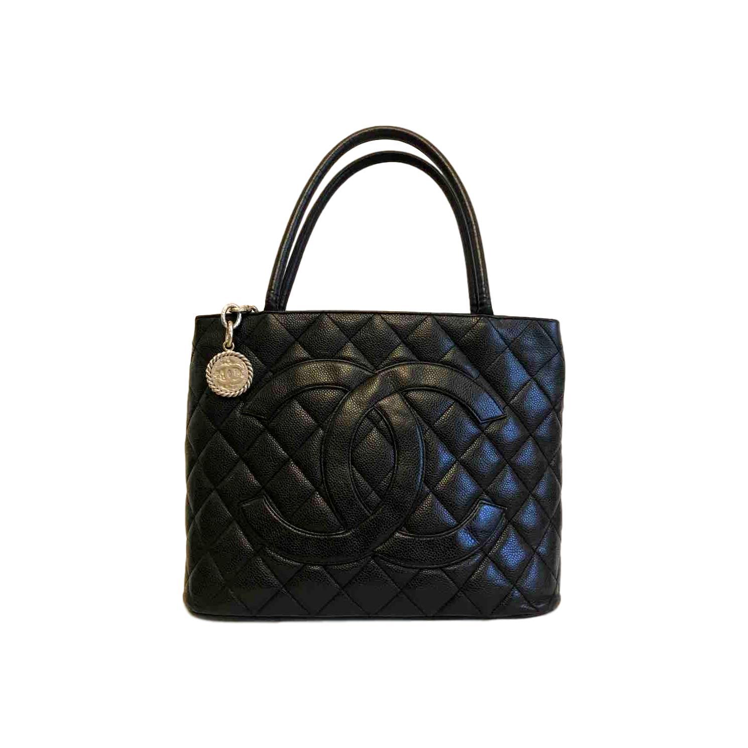 Купить среднюю сумку Chanel за 48000 руб. в интернет магазине ... 7eceb88a38a