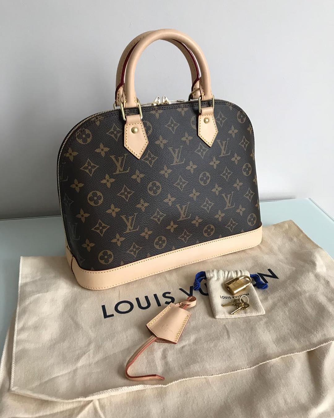 297c1038f1c5 Купить среднюю сумку Louis Vuitton за 96600 руб. в интернет магазине ...