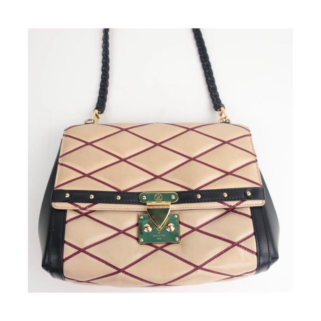 Купить среднюю сумку Louis Vuitton за 57490 руб. в интернет магазине ... 2f197ff5e47