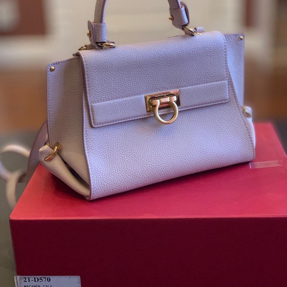 5e1c5b4a311f Купить деловую сумку Salvatore Ferragamo за 49450 руб. в интернет ...