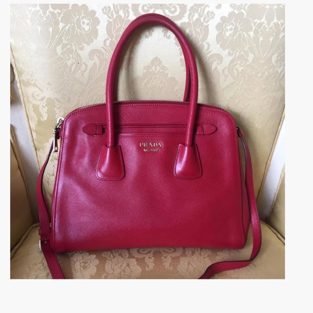 57d36058caf3 Купить крупную сумку Prada за 40250 руб. в интернет магазине ...