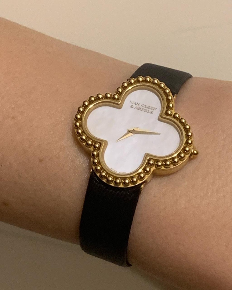 Часы стоимость cleef van часы бригет продать