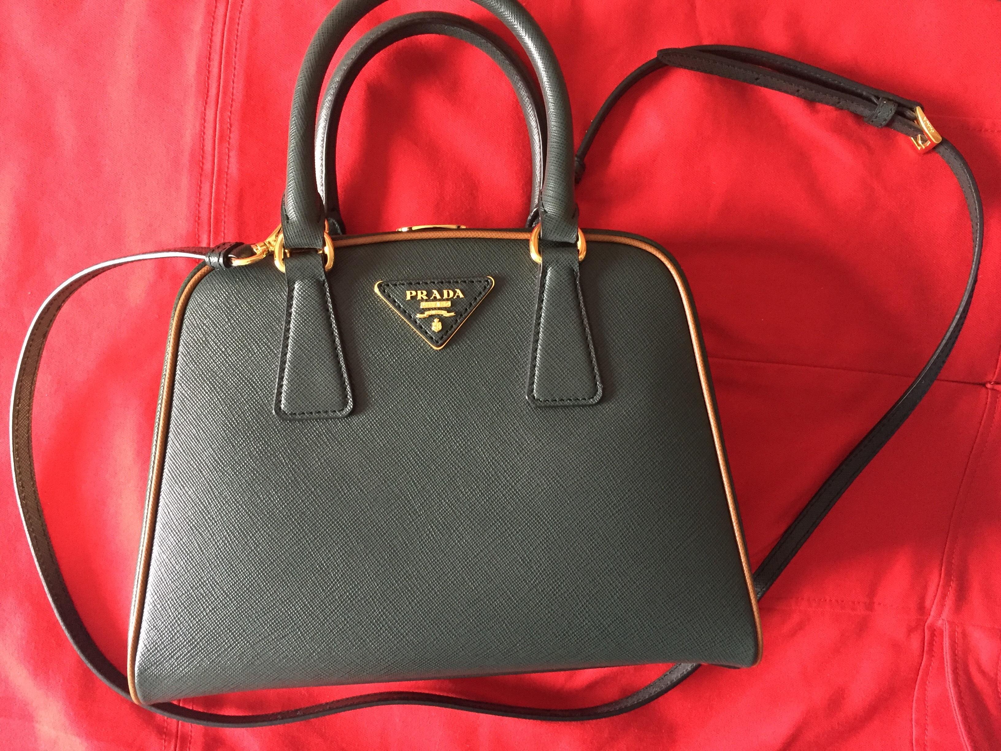 243a5623c824 Купить среднюю сумку Prada за 171570 руб. в интернет магазине ...