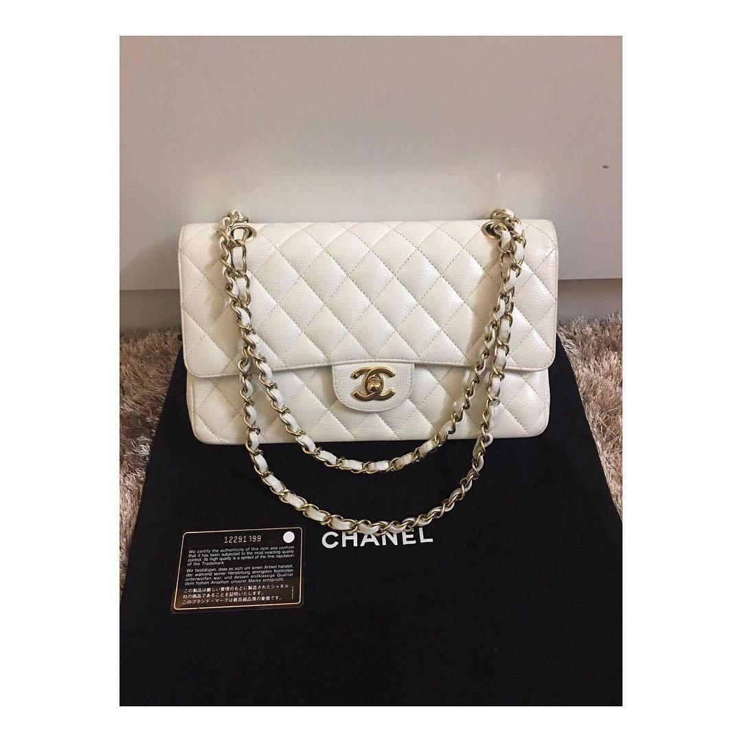 5a5479e79fdc Купить среднюю сумку Chanel за 195500 руб. в интернет магазине ...