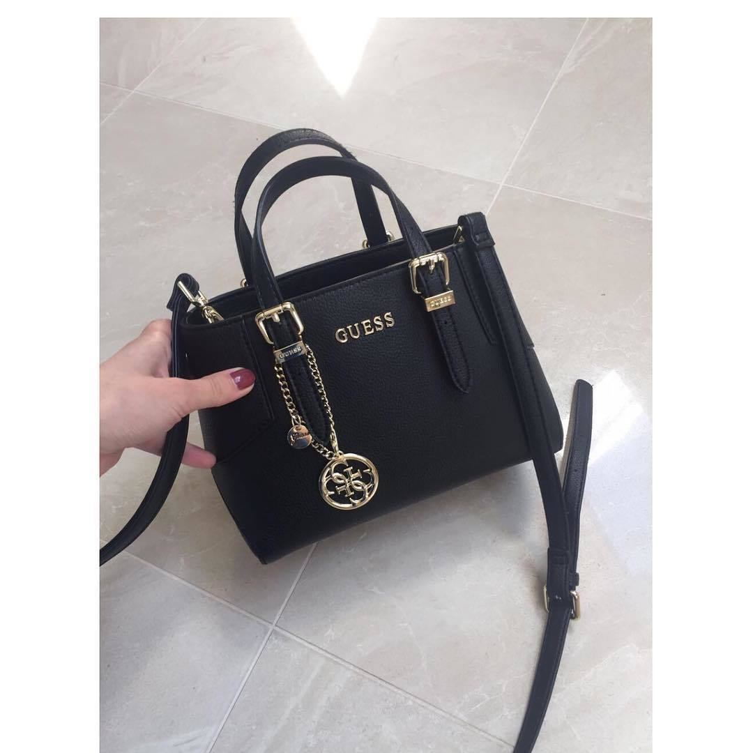 b854f272412d Купить маленькую сумочку Guess за 12080 руб. в интернет магазине ...