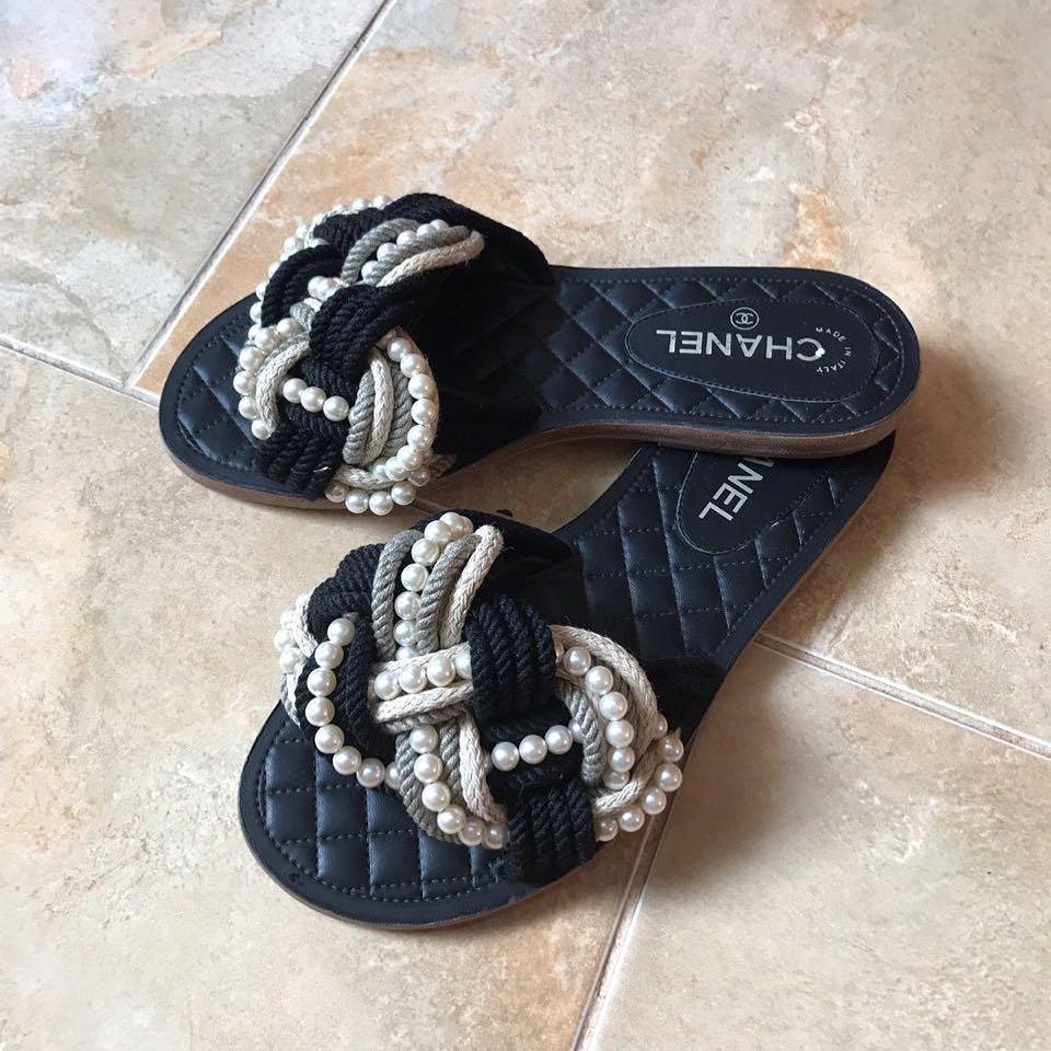 5734e9439a38 Купить шлепанцы Chanel за 26680 руб. в интернет магазине - бутике с ...