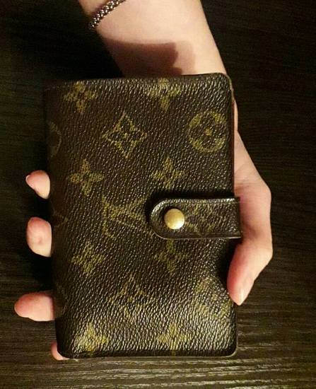 Кошельки Louis Vuitton купить на Luxxy.com