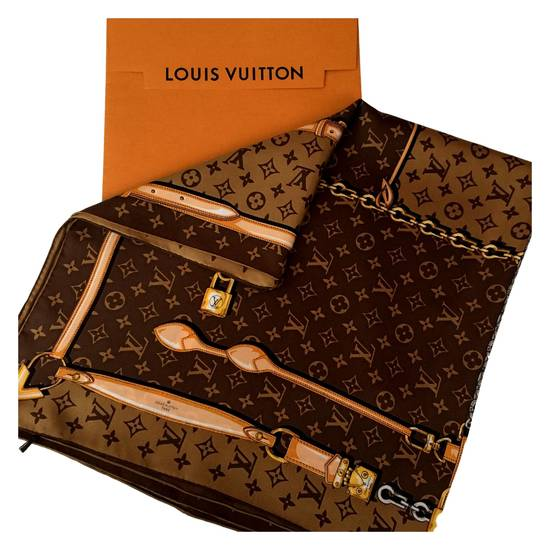 Шарфы, Шали, Платки Louis Vuitton купить на Luxxy.com